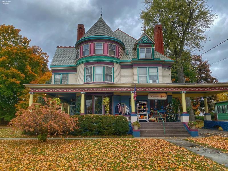 The Christmas  House - Elmira - John Kucko