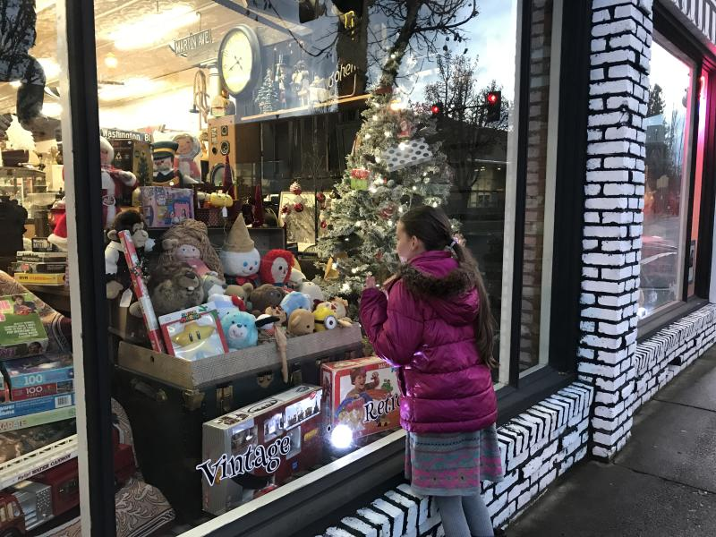 Holiday Window Shopping in Cottage Grove by Taj Morgan