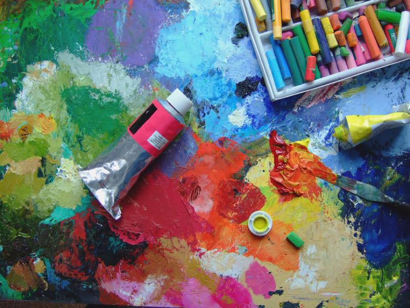 Canvas paints