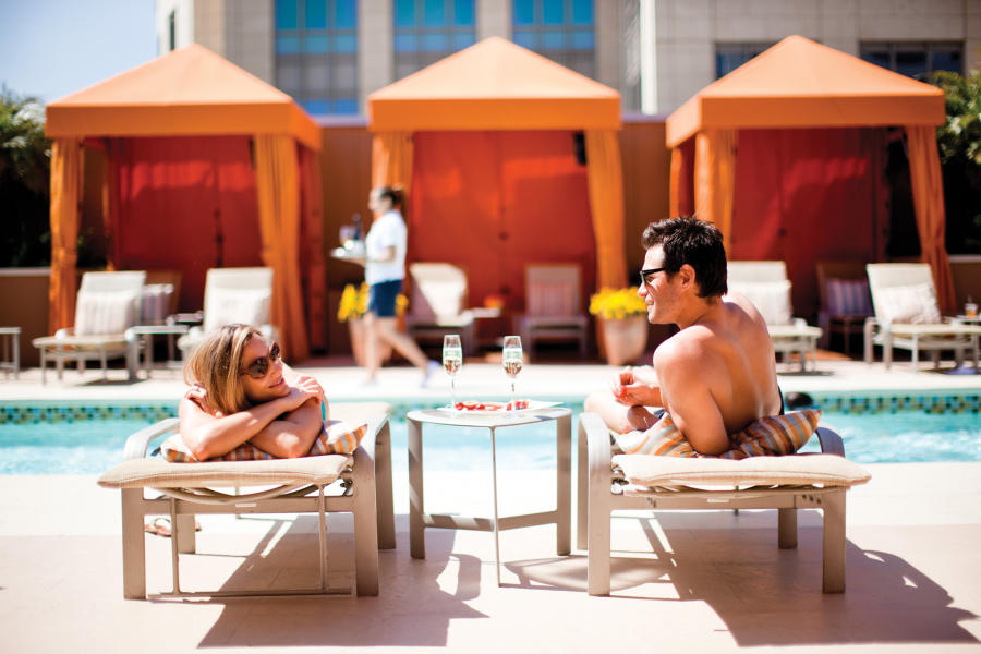 Couple-at-the-pool-at-the-four-seasons-hotel-silicon-valley