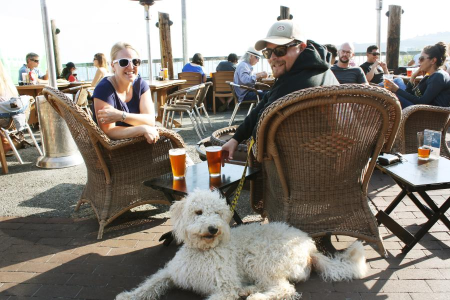 Family_with_dog_at_HalfMoonBay_Brewing_Company_SanMateoCounty_SiliconValley