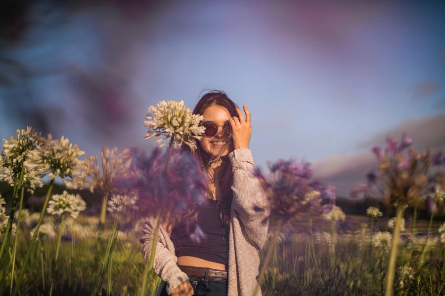 Girl-enjoying-the-outdoors-at-a-lavender-field
