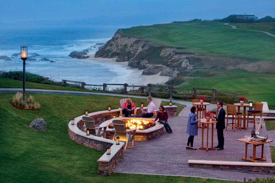 Outdoor_Fireplace_RitzCarlton_HalfMoonBay_SanMateoCounty_SiliconValley