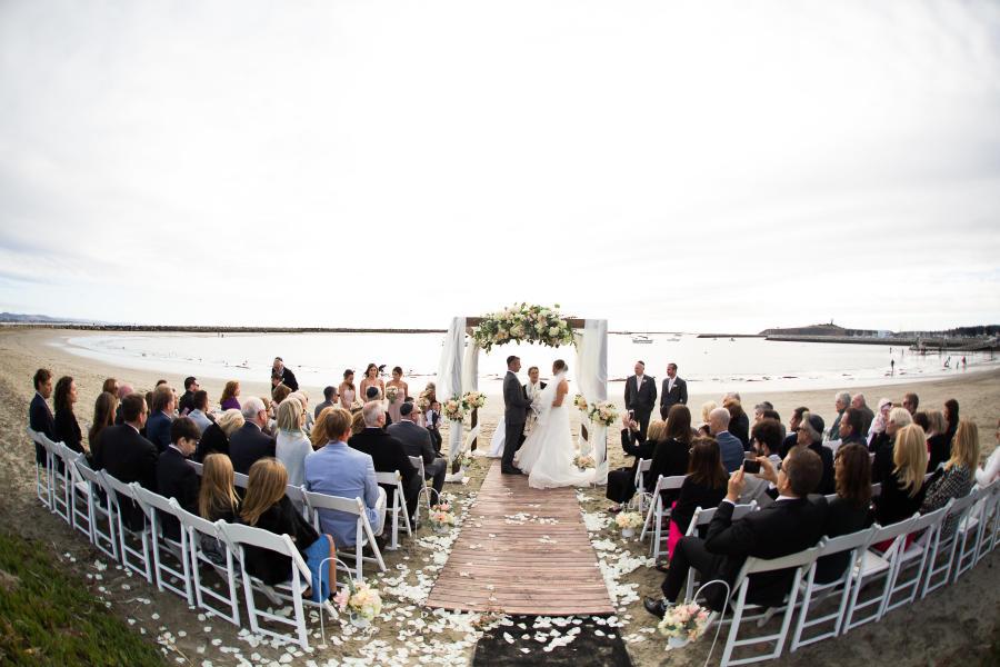 Outdoor-wedding-at-Sams-Chowder-House-in-Half-Moon-Bay