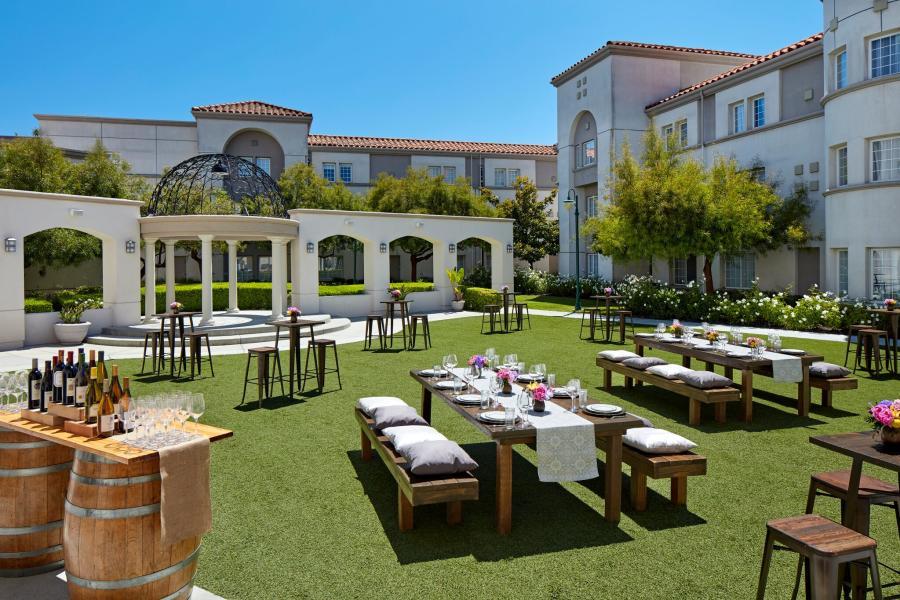 The-Courtyard-at-the-San-Mateo-Marriott-SFO