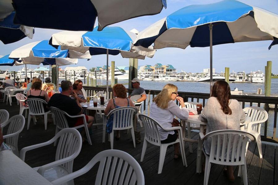 Dockside dining