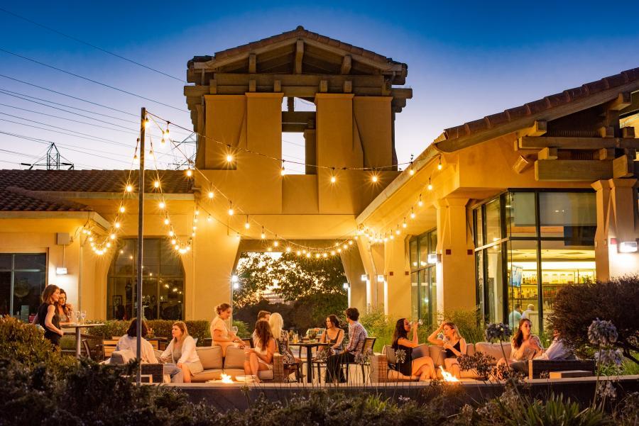 Outdoor dining at Par 3 restaurant in San Mateo, California