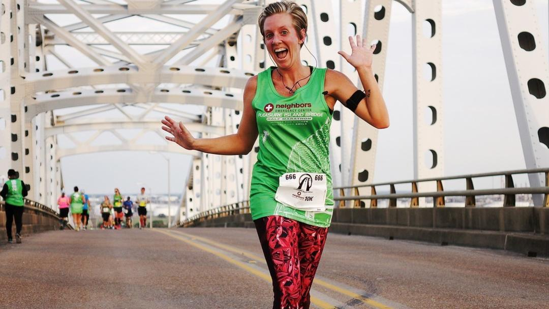 Runner on the Port Arthur bridge