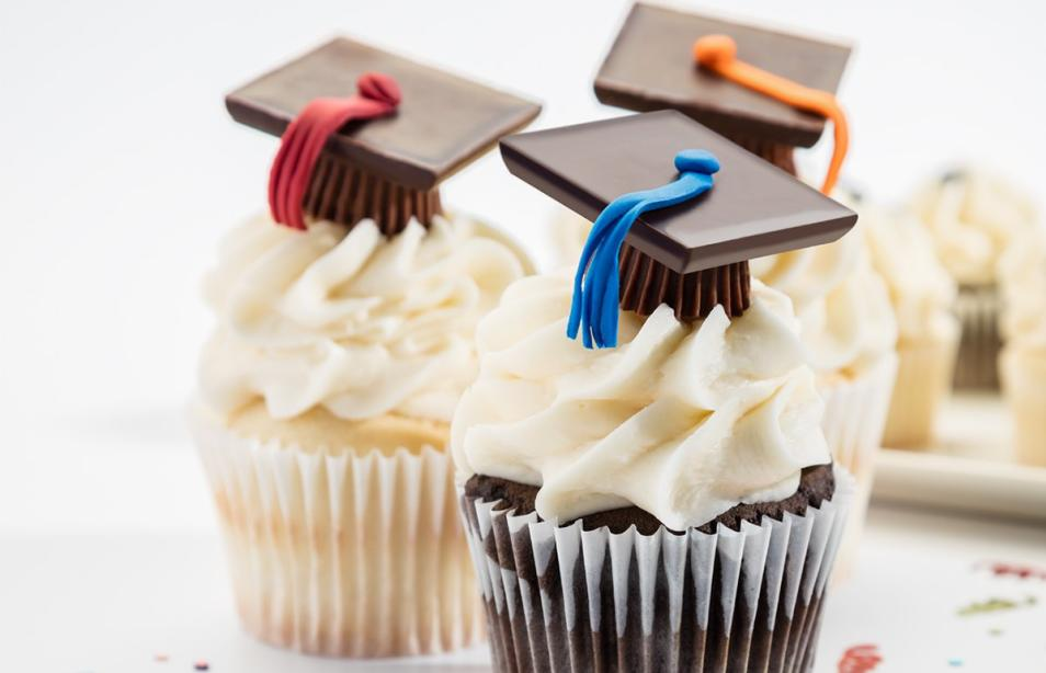 Cupcakes with chocolate graduation caps