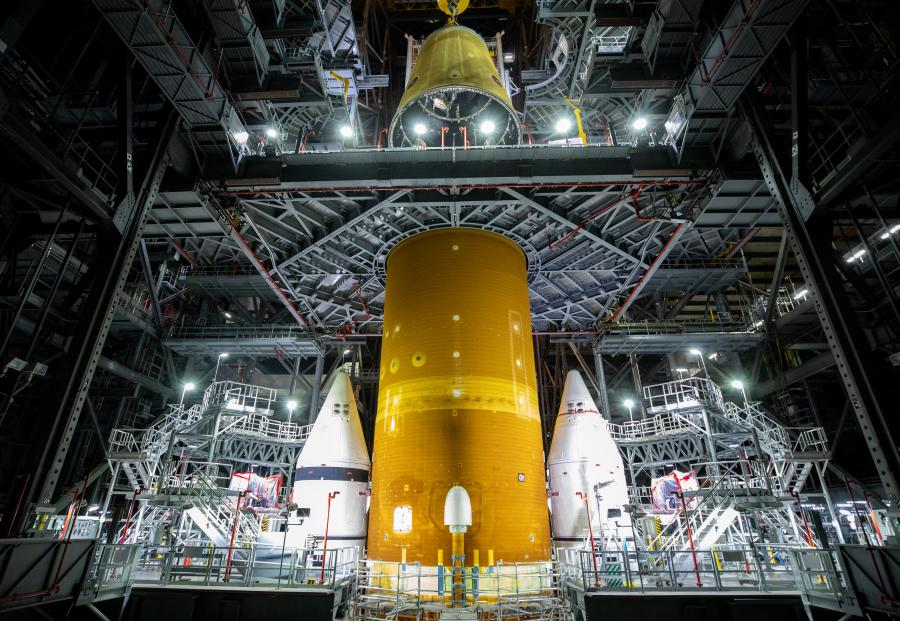 sls stack at kennedy space center artemis