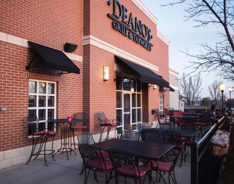 Patio at Deano's Grill and Tapworks