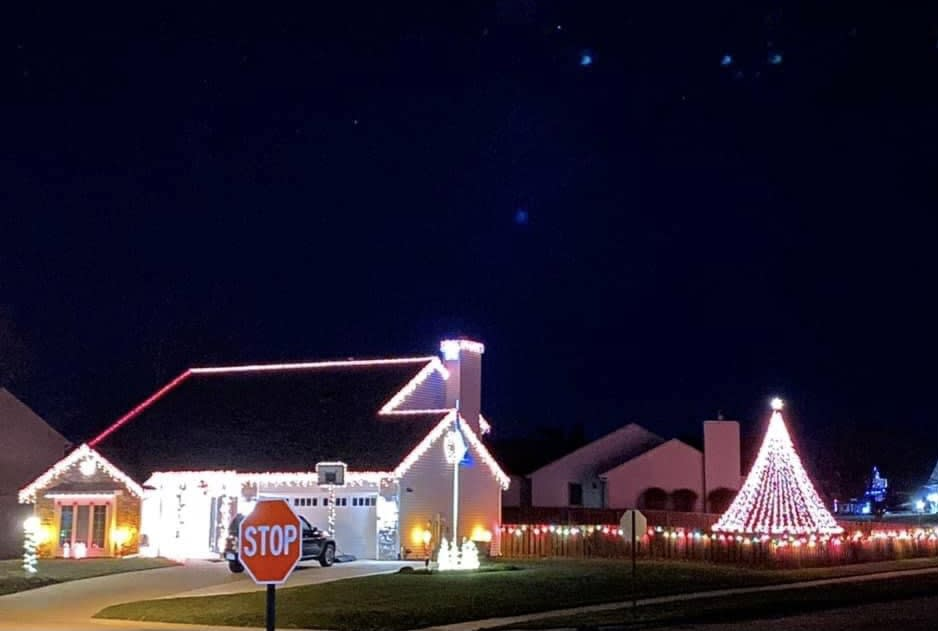 3104 Walnut Run Christmas Lights Display in Fort Wayne, Indiana