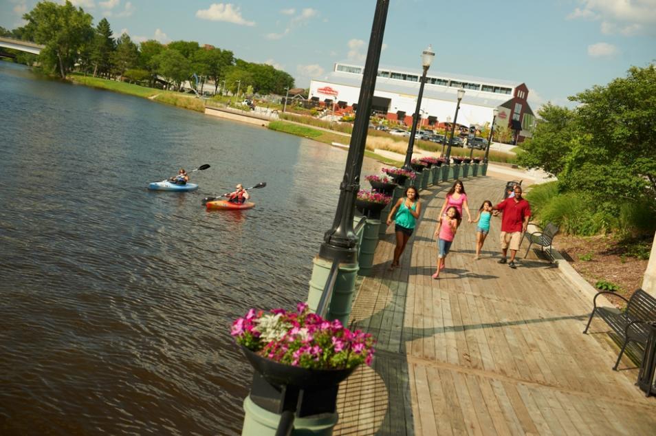 Kayaking-downtown-Lansing-3
