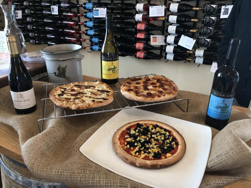 heron-hill-wine-tasting-pizza