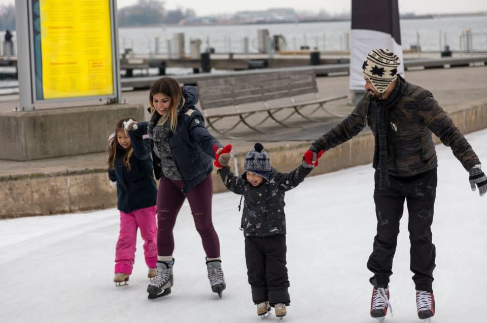 Family_Skating_Harbourfront2-1