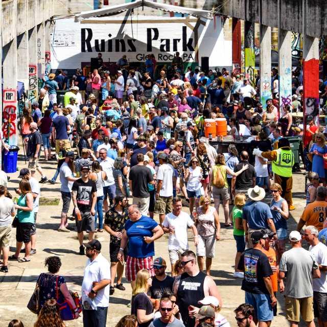 brewfest crowd- ruins park