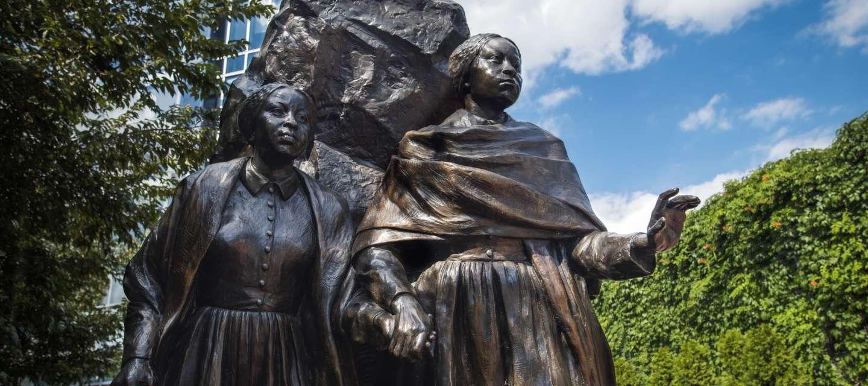 Edmonson Sisters Statue