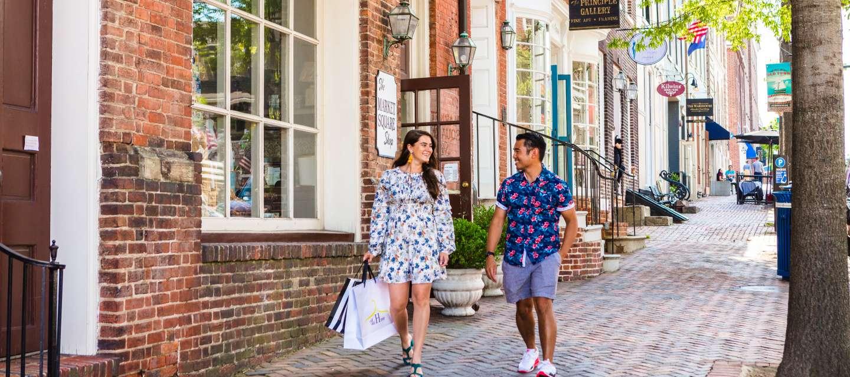 Shopping couple King Street