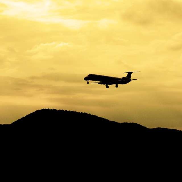 Airplane w/Mountains