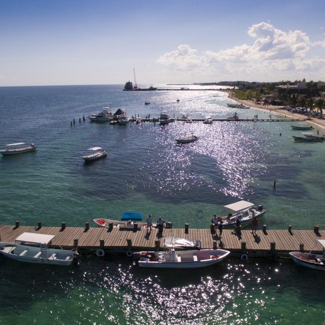 Puerto Morelos Piers and Beach