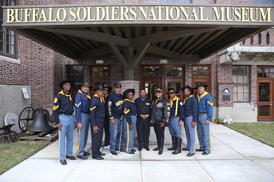 Group of men in civil war uniforms in front of the buffalo soldiers museum in Houston, TX