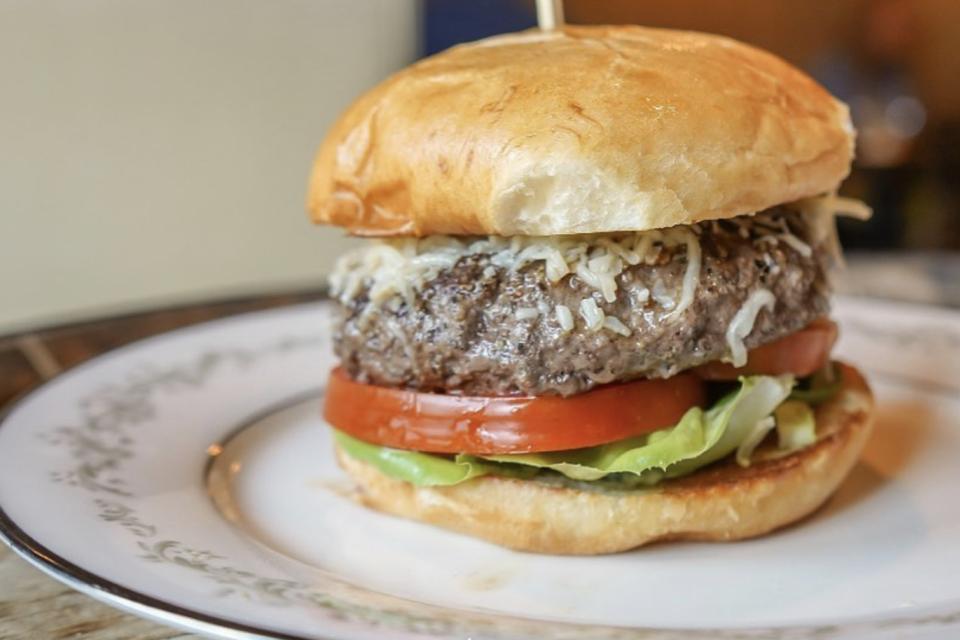 Social Southern Bar & Grill Burger