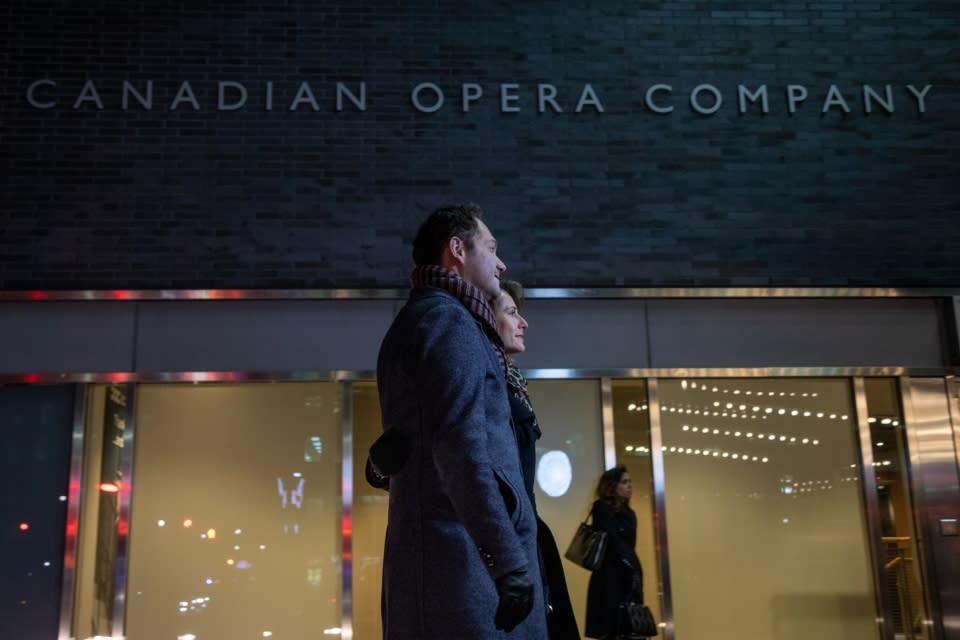 Couple_Canadian_Opera_Company-1