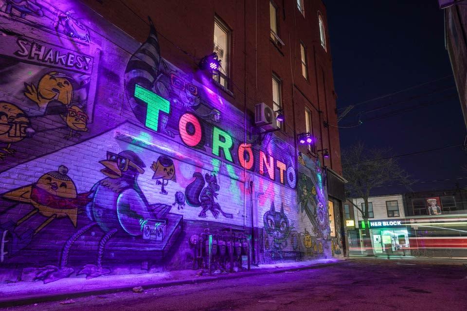 tourism-toronto-to-glows-glowing-street-art-by-uber5000-photo-by-arienne-parzei
