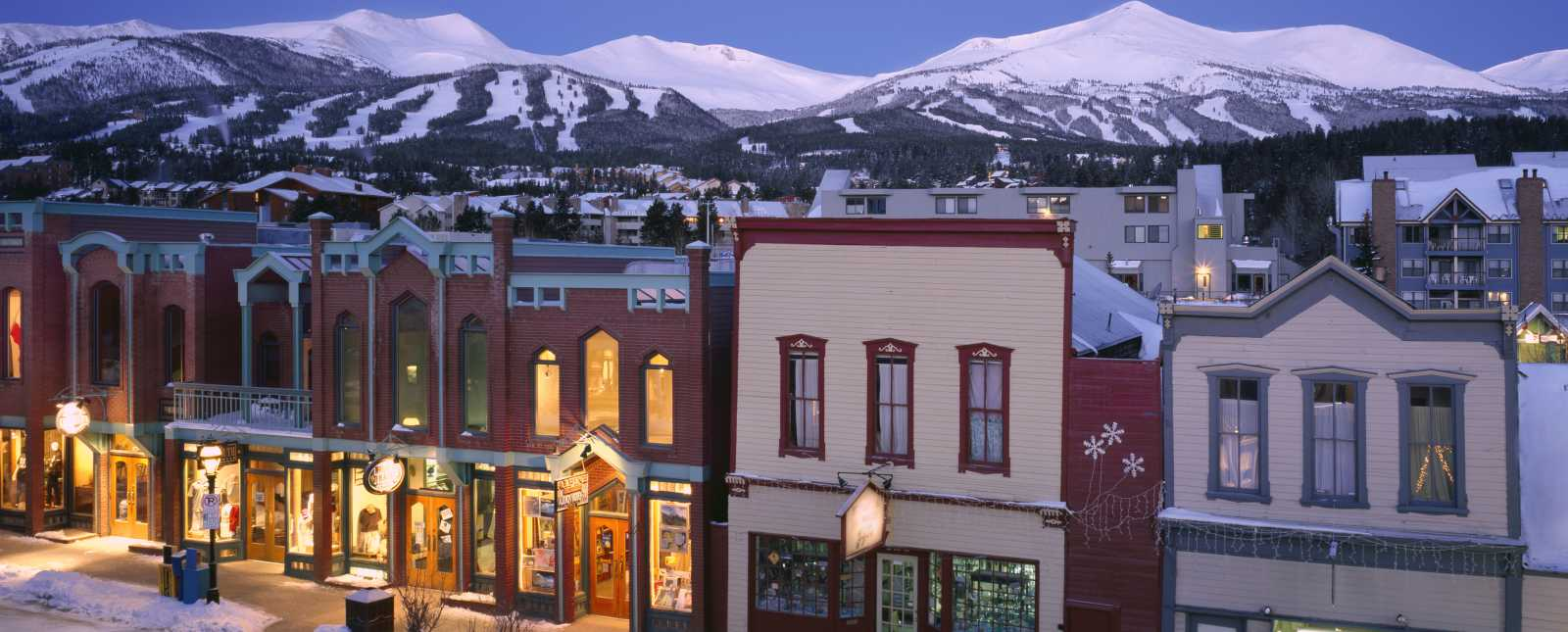 breckenridge-downtown-shopping-mountains