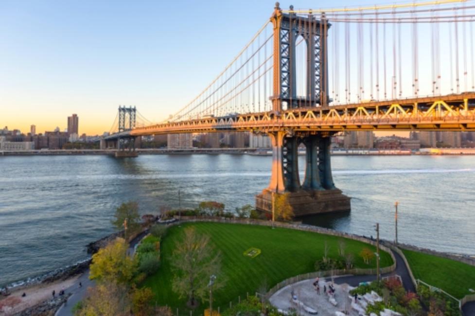 View of Brooklyn Bridge over the Hudson River at Brooklyn Bridge Park