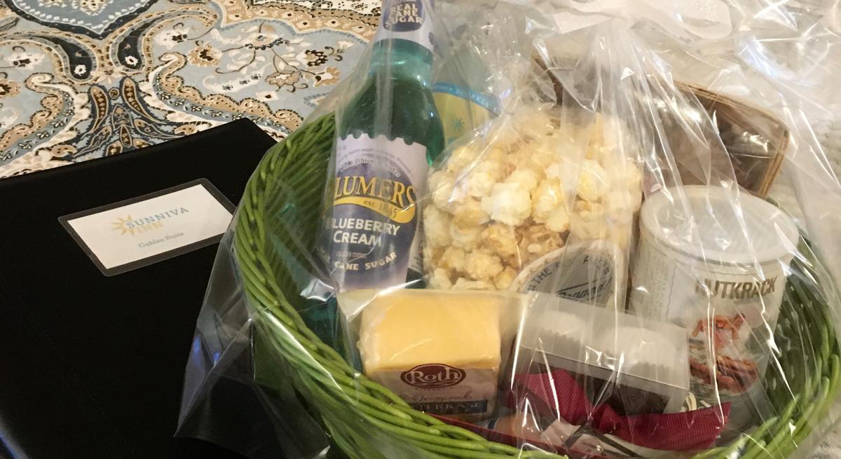A basket of snacks from Sunniva Inn
