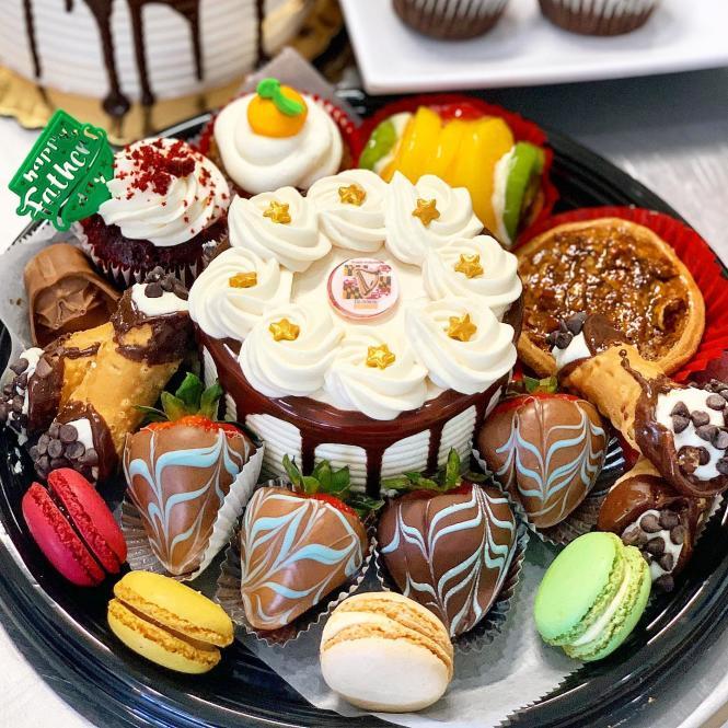 La Flor de Mayo  pastry platter.