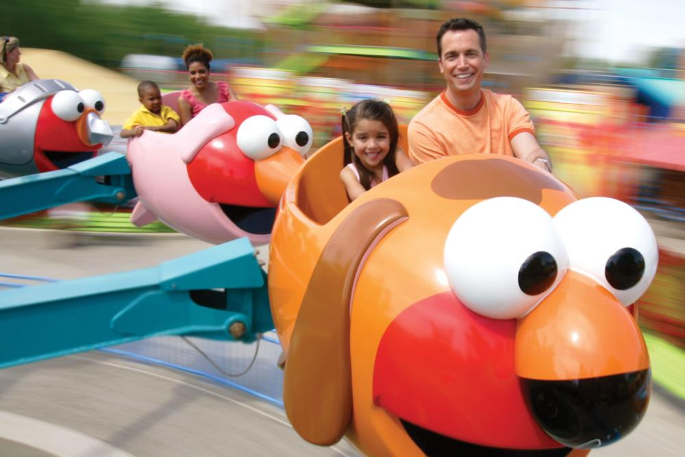 Sesame Place father and daughter on flying fish