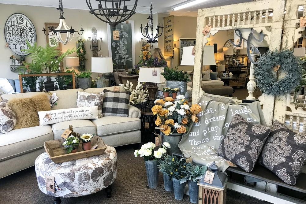 Niche Market Furniture in New Haven, Indiana