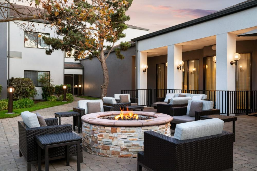 Courtyard San Francisco Airport San Bruno Outdoor Patio with Fire Pit