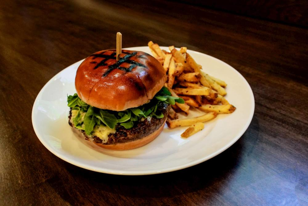 6S Steakhouse 122 Burger