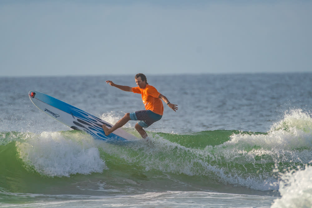 4x3 Tony Silvagni surfing