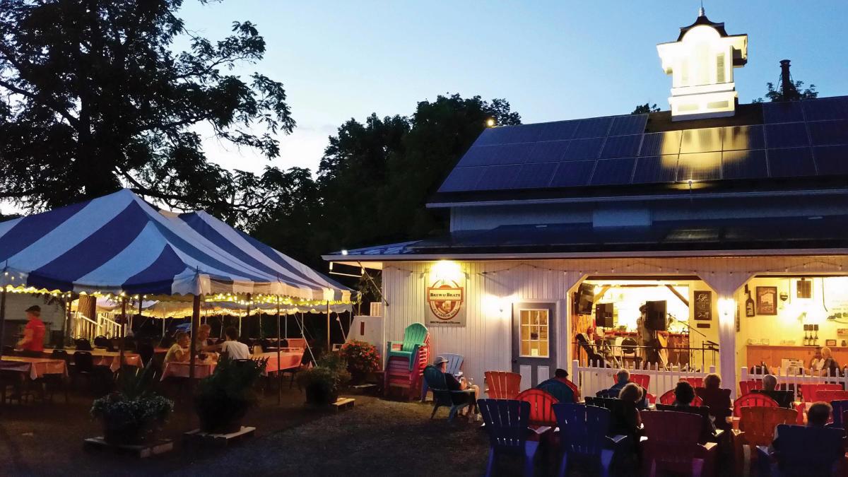 brew-and-brats-naples-exterior-lights