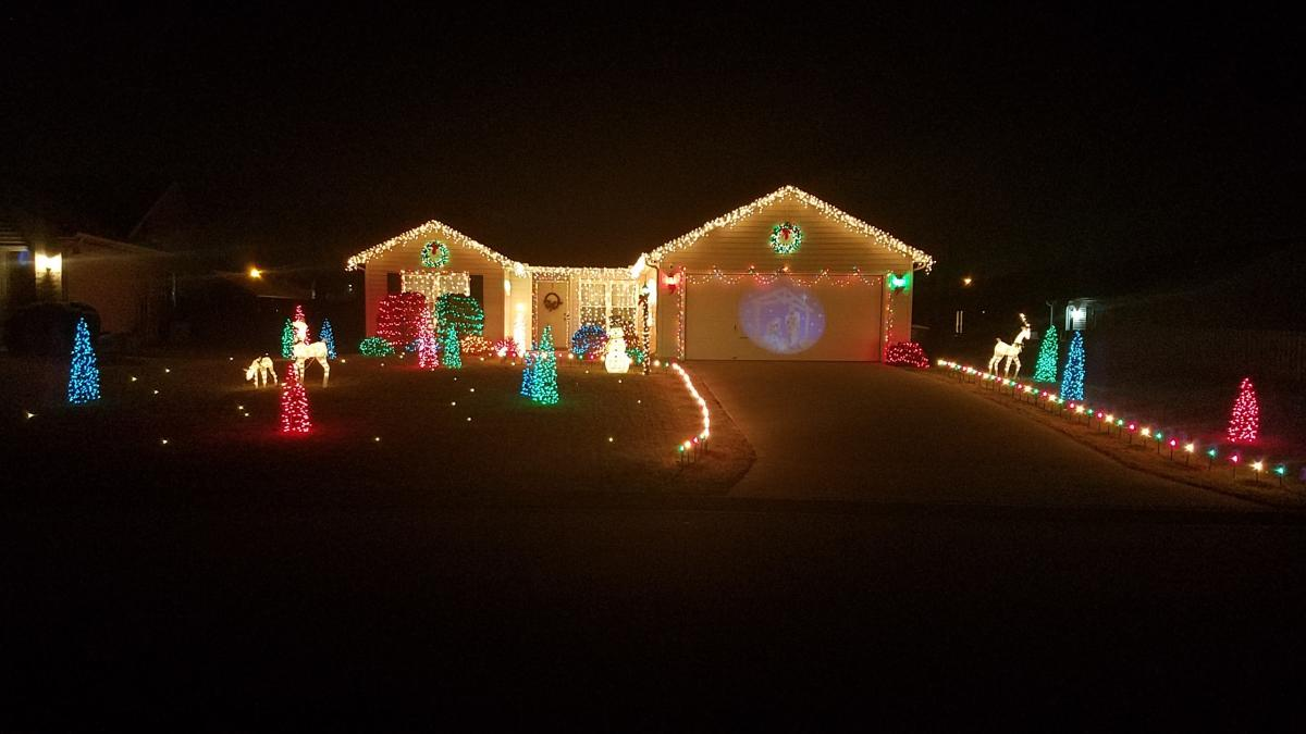Christmas Lights Display at 8620 Shearwater Pass in Fort Wayne, Indiana