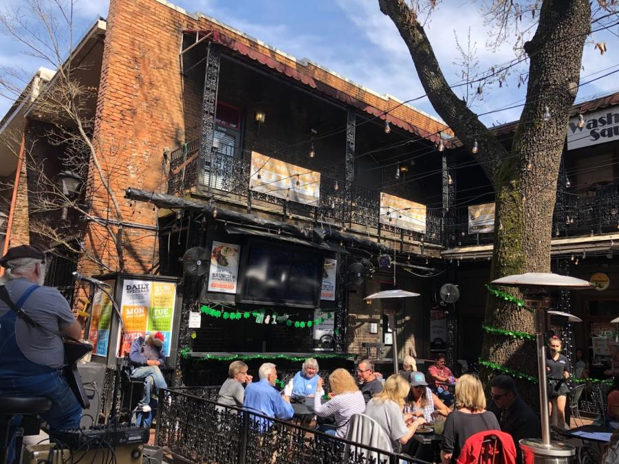 Outdoor Patio view of Humphrey's Bar & Grill