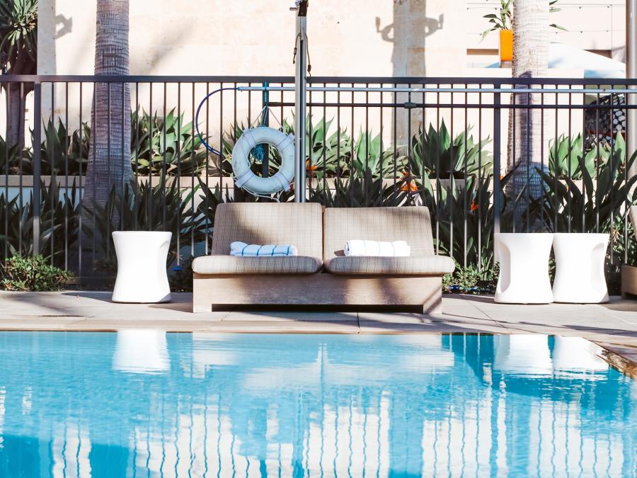 Marriott Irvine Spectrum Pool Chairs