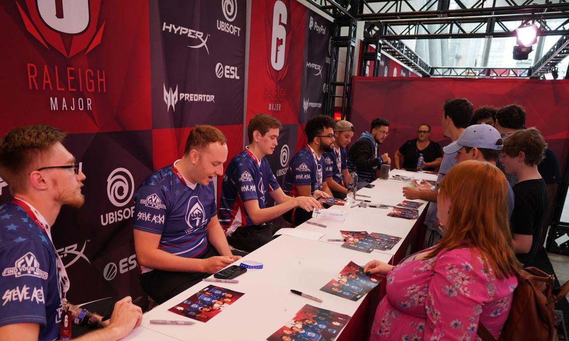 R6 - Autograph Table