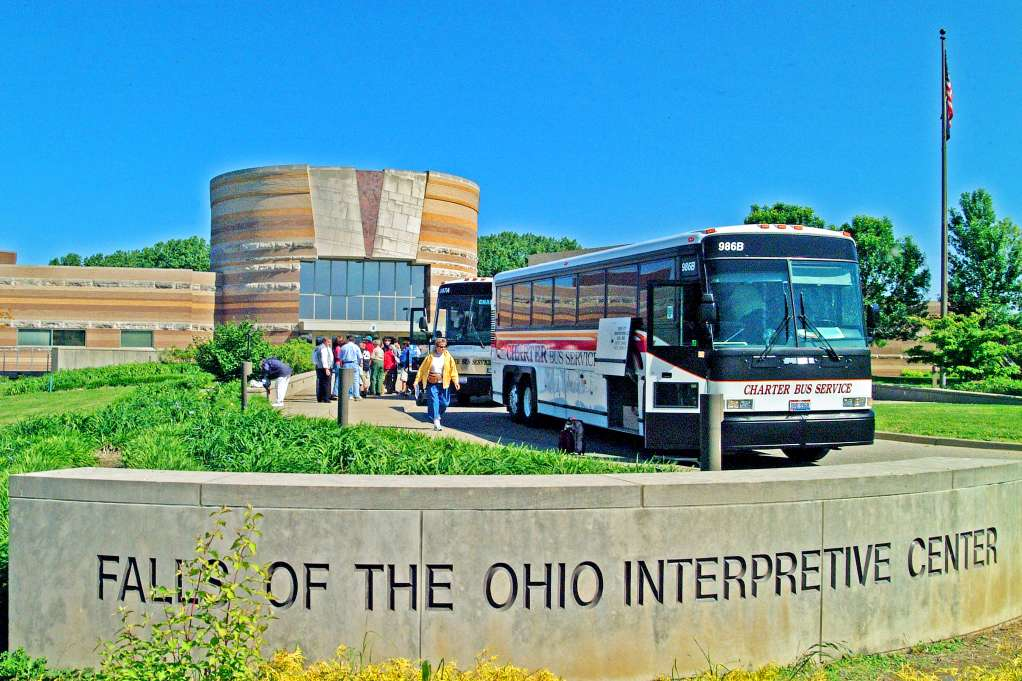 ϾTour buses at the Falls of the Ohio State Park}}