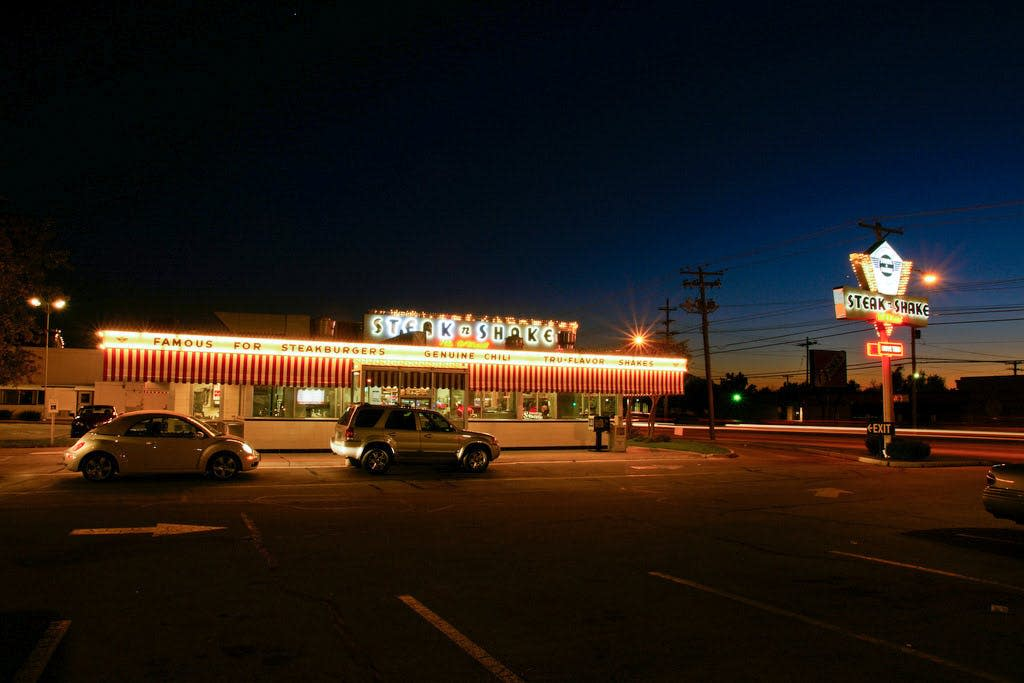 Route 66 Steak 'N Shake at night