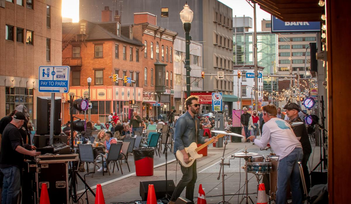 Harrisburg Outdoor Dining & Live Music