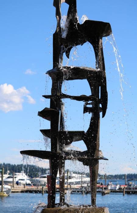 Fountain with running water at Marina Park