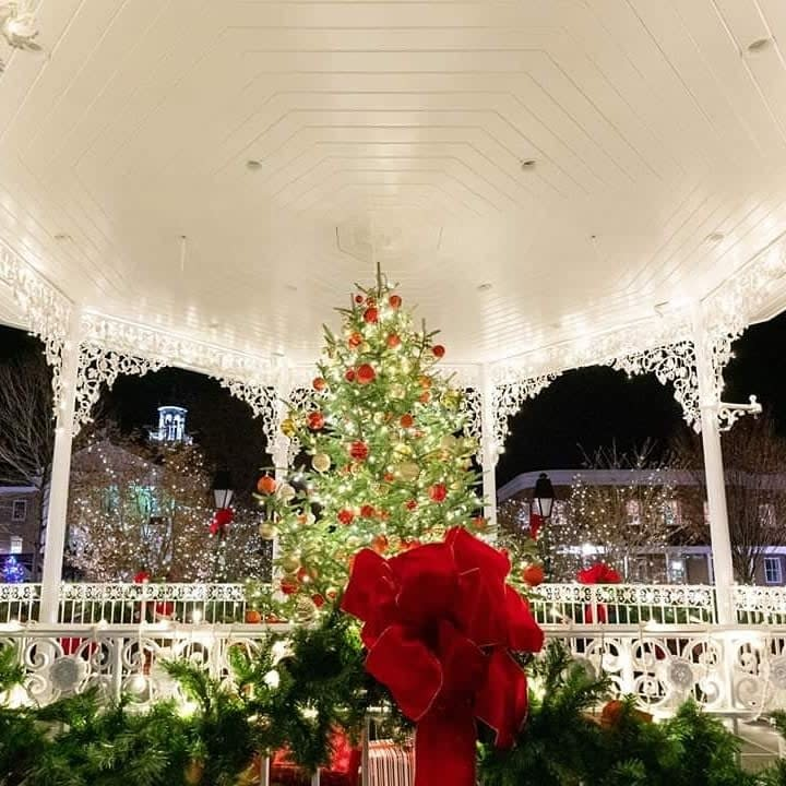 Ligonier's Iconic Diamond Bandstand Aglow for the Holidays