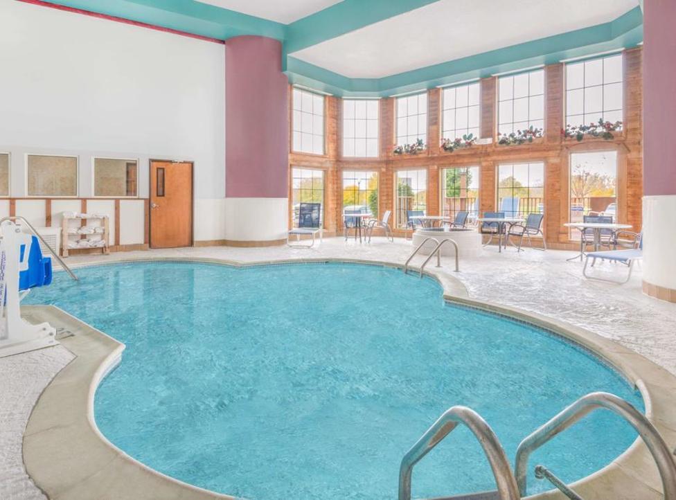 Hendricks County Hotels With Indoor Pools