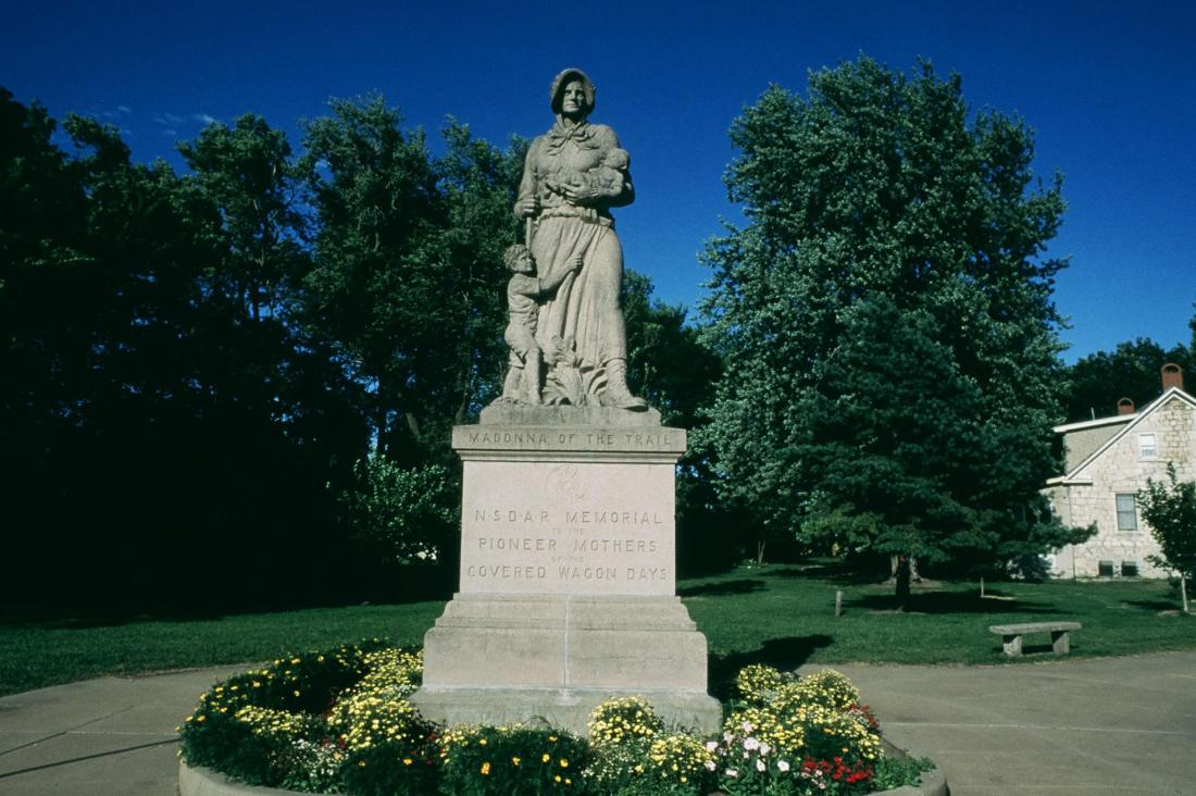 Madonna of the Trail statue