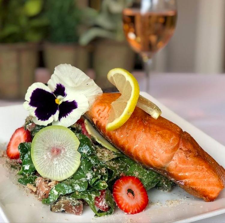 Salmon with lemon and greens